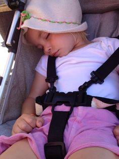 Slapend meisje met hoedje