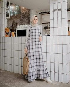 Style Hijab Overall - MainMata Studio Muslim Women Fashion, Modern Hijab Fashion, Street Hijab Fashion, Hijab Fashion Inspiration, Islamic Fashion, Abaya Fashion, Casual Hijab Outfit, Hijab Chic, Moslem Fashion