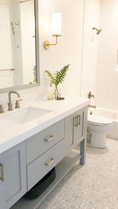 Amazing DIY Bathroom Ideas, Bathroom Decor, Bathroom Remodel and Bathroom Projects to help inspire your master bathroom dreams and goals. Small Bathroom Cabinets, Bathroom Storage, Bathroom Interior, Bathroom Mirrors, Bathroom Small, Bathroom Organization, Condo Bathroom, Master Bathrooms, Bathroom Hardware