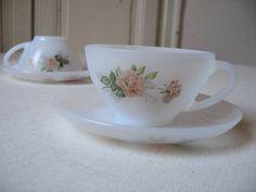 2 Grandes tasses Arcopal en opaline motif Roses avec sous-tasses / Tasse à thé / Tasse à café français / Années 1960 / Vintage France
