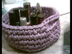 Como hacer una cesta paso a paso en español a ganchillo con trapillo - YouTube Love Crochet, Knit Crochet, Cotton Cord, Yarn Bombing, Crochet Videos, T Shirt Yarn, Knitting Yarn, Merino Wool Blanket, Free Pattern