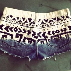DIY shorts: Dip in bleach & use fabric paint for the designs. Do It Yourself Design, Do It Yourself Baby, Do It Yourself Inspiration, Do It Yourself Fashion, Looks Cool, Looks Style, Style Me, Look Fashion, Diy Fashion