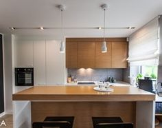 PROJEKT BESTWINA - Duża otwarta kuchnia w kształcie litery u z wyspą, styl nowoczesny - zdjęcie od TIKA