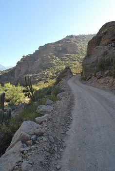 Camino a Pedernal > El camino de unos 20 kms une Chincolco con el caserío de Pedernal, bordeando desfiladeros y quebradas. Se llega en vehículo pesado como camión o doble tracción y a caballo. Un caserío de crianceros de cabras, pirquineros y más recientemente agricultores Chile, South America, Country Roads, River, Outdoor, Farmers, Goats, Drive Way, Bonito