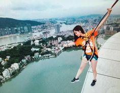 김유진 on Instagram: 내가 이걸 했다니.... 너무짜릿하고 기분쬬아 사진기사 아저씨가 사진도 하나하나 다 찍어주시고 #여행 #해외여행 #마카오 #마카오타워 #스카이워크 #일상
