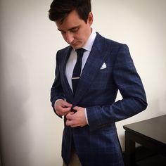 Pocket square with chequered peak lapel jacket #menstyle #menswear #mensstyle #mensfashion #mensaccessories #suit #jacket #fashion #style #ootd #accessories #pocketsquare #pocketsquares #pocketsquarefold #newrelease #sneakpeak #gq #moda #suitsupplylondon #london