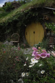 Oh to have a nice hillside in our yard to make my kiddos this amazing hideaway... luv it.