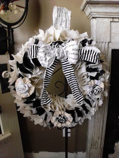 Black and white burlap wreath.  I love this.  I am going to have to teach myself how to make one.    This link goes nowhere :(
