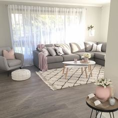 The Interior Stylists you should be following on Instagram  Scandinavian Living Room, Scandi Living Room, Pink and Grey Interior #homedecor #decoration #decoración #interiores
