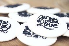 wedding ideas ♥ chapas bordadas a mano por @marisa kraftcroch con el logo diseñado por Mr. Wonderful @Angela Cabal