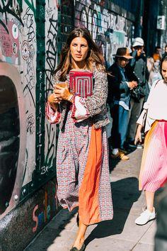 El Mejor Street Style De London Fashion Week Spring 2018 Street Style London Fashion Week Spring 2018 ♦๏~✿✿✿~☼๏♥๏花✨✿写❁~⊱✿ღ~❥椿⁕WE Sep ~♥⛩☮️ Italian Street Style, Berlin Street Style, Best Street Style, Street Style Outfits, Street Style 2018, Looks Street Style, Street Style Trends, Spring Street Style, Tokyo Street Fashion