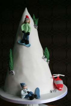 Snowboard cake...maybe for @Jennifer Leatherman?