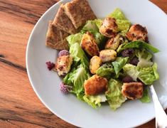 Fresh low carb salad with breaded salmon cubes. The crispy low carb salmon cubes turn this recipe in Junk Food, Law Carb, Low Carb Lunch, Low Carb Recipes, Fresh, Vegetables, Healthy, Ethnic Recipes, Salads