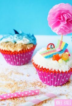 {Summertime, Vacation time} Shark, Ocean and Beach Cupcakes - by @niner bakes