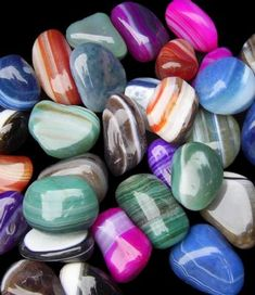Used for Protection, Strength, Harmony: It's an excellent stone for healing and improving relationships. Agate can cleanse and stabilize the aura by removing and/or transforming negative energy. Minerals And Gemstones, Crystals Minerals, Rocks And Minerals, Stones And Crystals, Loose Gemstones, Gem Stones, Cool Rocks, Beautiful Rocks, Mineral Stone
