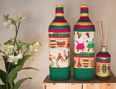 Kit com duas garrafas decoradas em tecido e barbante + difusor decorado em tecido e barbante! A essência do difusor deve ser escolhida no ato da compra! Temos as opções de (ALECRIM, CAPIM CIDREIRA,BAMBÚ,CRAVO e LIMÃO )
