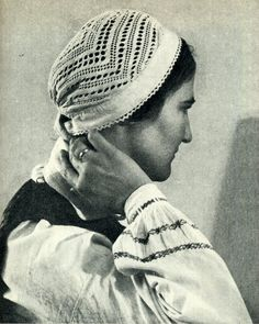 FolkCostume&Embroidery: Kykai, netted or sprang caps of Lithuania and crocheted descendants Europe Spring, Viking Life, Baroque Architecture, Textiles Techniques, Crochet Cap, Costume Patterns, Vintage Knitting, Lithuania, Headdress