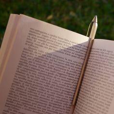 Leggere un libro è come viaggiare: non è importante la destinazione ma le tappe lungo il percorso. #CLIP è il dettaglio che lascia il segno. #NAPKINFOREVER #MadeinItaly