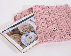 Mesdames, votre tablette sera bien protégée dans cette pochette à crocheter en Natura XL !
