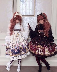 --Real twin sisters who both love Lolita fashion --Made in China :P | Credits to the twin sisters
