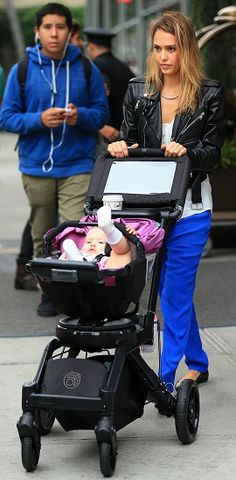 Sensing a trend. Double Stroller Reviews, Best Double Stroller, Double Strollers, Baby Strollers, Orbit Baby, Double Helix, Changing Bag, Mommy Style, Celebrity Babies
