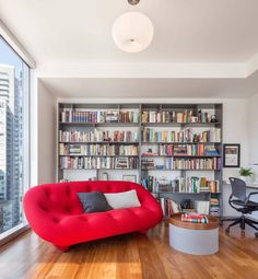 Reading nook with a lively sofa in a bold red color - Decoist Space Reading Corner, Reading Nooks, Small Apartments, Small Spaces, Home Living Room, Living Spaces, Portland, Decoracion Vintage Chic, Home Libraries