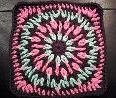 "Day 16: 12"" Block of the Day - Spiky Circle Afghan Square by Julie Yeager  Free Pattern: http://www.ravelry.com/patterns/library/spiky-circle-afghan-square   #TheCrochetLounge #12inch #grannysquare Pick #crochet"