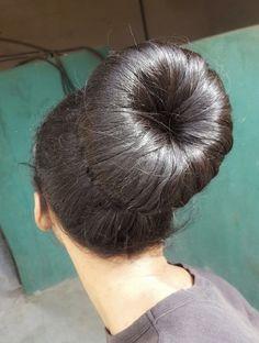 Bun Hairstyles For Long Hair, Hairstyle Look, Braided Hairstyles, Chignon Bun, Beautiful Long Hair, Amazing Hair, Donut Bun, Le Boudin, Big Bun