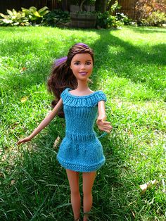 Knitted Barbie dress by quirky granola girl - Pattern on… Barbie Knitting Patterns, Knitted Doll Patterns, Knitting Dolls Clothes, Barbie Clothes Patterns, Crochet Barbie Clothes, Doll Clothes Barbie, Doll Dress Patterns, Barbie Dress, Knitted Dolls