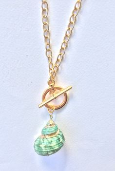 Shell Pendant, Pendant Necklace, Boho Sandals, Shell Necklaces, Green And Gold, Boho Chic, Jewelry Box, Shells, Best Gifts