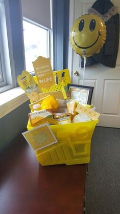 Box of sunshine . - Box of sunshine … Box of sunshine Cute Birthday Gift, Birthday Gifts For Best Friend, Diy Birthday, Best Friend Gifts, Yellow Birthday, Mother Birthday Gifts, Birthday Quotes, Birthday Presents, Themed Gift Baskets