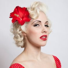 Adorable short hair pinup style.