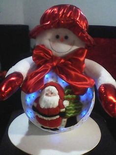 snowman con luces Christmas Sewing, Snowman, Christmas Ornaments, Christmas Ideas, Alice, Holiday Decor, Diy, Christmas Lights, Gift Wrapping