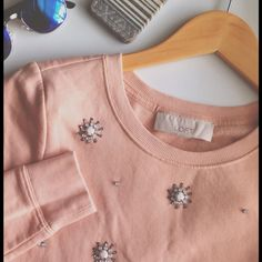Iconic Loft pink embellished pullover Bloggers fav! Rose pink, or vintage pink. With really pretty embellishments. Soft on the inside. Very warm. Pretty much everything would want. Comfort and style at the same time. Size is xs in petites. LOFT Sweaters