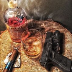 A splash of class and sass all mixed up in a whiskey glass. A life that's young, and a soul that's old. Good Cigars, Cigars And Whiskey, Zigarren Lounges, Whiskey Wednesday, Cigar Art, Cigar Room, Smoke Art, Scotch Whisky, Concealed Carry