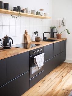 26 Likes - Discover the image of what.the.hygge on COUCH to & kitchen shelf 🌟 # kitchen& Ikea Kitchen, Kitchen Interior, Kitchen Decor, Kitchen Cabinets, Black Kitchens, Home Kitchens, Cuisines Design, Modern Kitchen Design, Home Remodeling