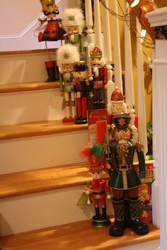 love this nutcracker set up!!! Would be cute by the front door as well!
