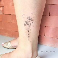 A S T R O M É L I A S.  Para a linda Bruna!! Fiquei imensamente feliz em te conhecer, foi uma honra para mim poder deixar galhinho florido em seu jardim de gentilezas!❤️ Feita no evento Meow Tattoo em Goiânia! #tattooartist #goiania #fineart #tattooist #delicada #astromelia #brasilia #art #anaabrahao #ink