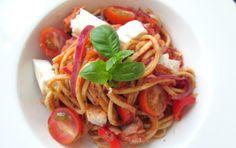 5 EURO MAALTIJD I Spaghetti al tonno Spaghetti, Menu, Pasta, Euro, Ethnic Recipes, Food, Camper, Drinks, Menu Board Design