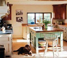 10 consejos para decorar una cocina rústica: muebles de madera, suelos hidráulicos y todo lo que huela a naturaleza.