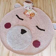 Gyerekszobai horgolt macis szőnyeg