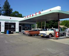 Texaco Station 1959 8 x 10 Photograph Old Gas Pumps, Vintage Gas Pumps, Pompe A Essence, Bg Design, Gas Service, Old Garage, Old Gas Stations, Filling Station, Texaco