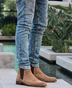 Fancy - The Tan York Chelsea Boots by Oro Los Angeles Tan Suede Chelsea Boots, Chelsea Boots Outfit, Chelsea Boots Style, Botas Chelsea, Outfit Trends, Casual Boots, Mode Inspiration, Mens Clothing Styles, Men Boots