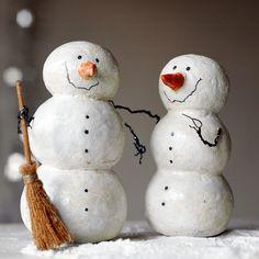 Diy paper mache snowman how to make 61 ideas Paper Mache Projects, Paper Mache Clay, Paper Mache Sculpture, Paper Mache Crafts, Art Projects, Snowman Decorations, Snowman Crafts, Christmas Decorations, Christmas Snowman