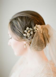 15 Show-Stopping Wedding Veils From our wedding experts at Style Me Pretty.If there is one thing aside from that glorious white gown that is synonymous with brides, it's the veil. Winter Hairstyles, Girl Hairstyles, Wedding Hairstyles, Bridal Hairstyle, Headpiece Wedding, Wedding Veils, Bridal Veils, Floral Headpiece, Wedding Hair And Makeup