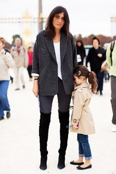 Fashion director of Paris Vogue with her daughter... l o v e!!!