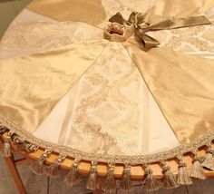 gold christmas tree skirt - Is it possible to do this without using silk??