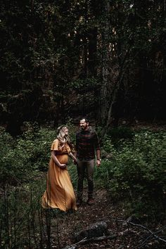 Moody Bohemian Mutterschaft Fotos - The Schwanger Bohemian Maternity Photos, Fall Maternity Shoot, Outdoor Maternity Photos, Maternity Poses, Casual Maternity, Natural Maternity Photos, Maternity Dresses, Fall Maternity Pictures, Maternity Styles