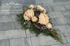 Florystyka nagrobna   Kwiatowy Kredens - Ewa Pamuła, Kwiaciarnia Ochojno All Saints Day, Funeral Flowers, Ikebana, Flower Designs, Floral Arrangements, Diy And Crafts, Floral Wreath, Wreaths, Garden