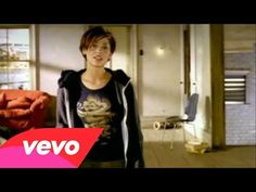 ▶ Natalie Imbruglia - Torn (Official Video) - YouTube